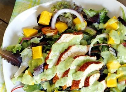 Salad gà xoài sốt bơ