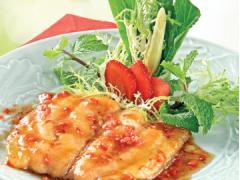 Cá chẽm sốt dâu tây