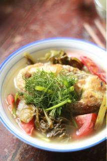 Canh cá nấu cải chua