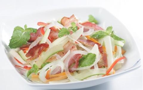 Salad táo và thịt xông khói