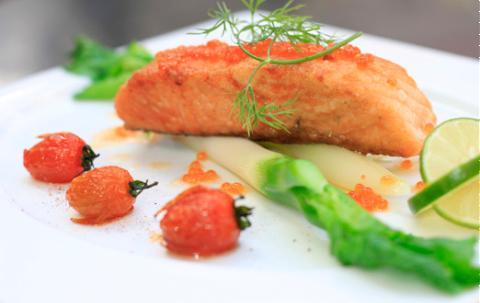 Cá hồi sốt trứng caviar