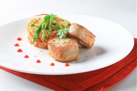 Cơm Italia thịt xông khói cuộn cá