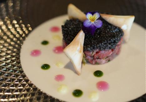 Thăn thịt bò kiểu tartare với trứng cá tầm