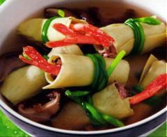 Măng cuộn tôm thịt nấu nấm