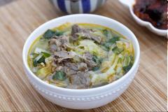 Canh bắp cải nấu với thịt bò
