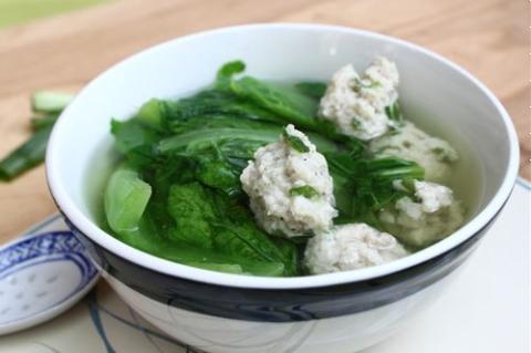 Canh chả cá thác lác nấu cải bẹ xanh