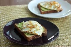Bánh mì bơ trứng