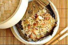 Cơm hải sản hấp lá sen