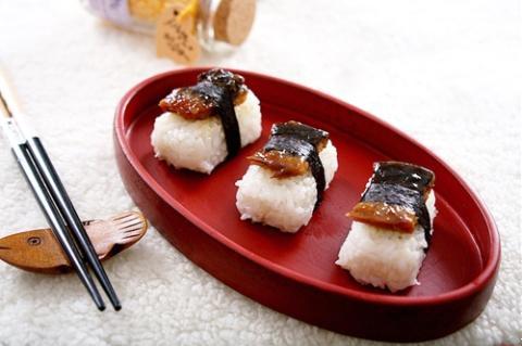 Cơm nắm lươn kiểu Nhật