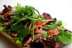 Salad Bò nướng chua cay