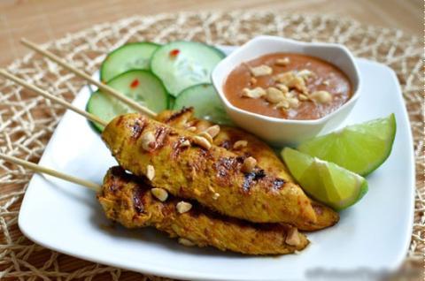 Thịt gà xiên nướng kiểu Thái