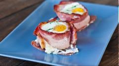 Thịt xông khói cuộn trứng
