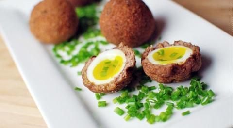 Thịt bọc trứng lòng đào