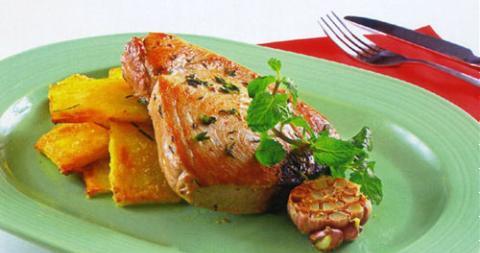 Cá thu áp chảo ăn kèm khoai lang tẩm mật ong