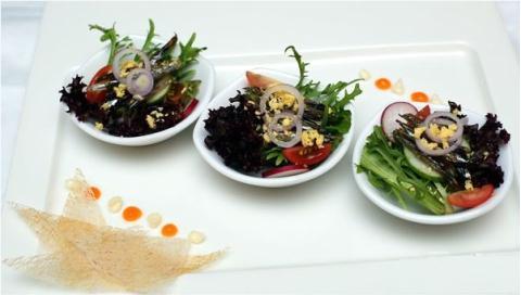 Salad cá cơm ngâm dầu