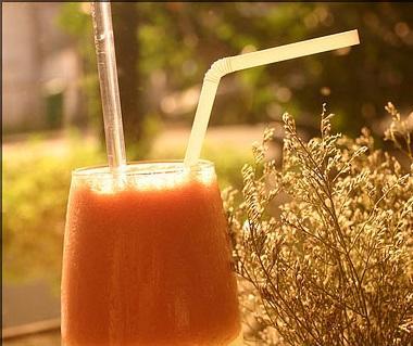 Sinh tố sữa táo cà chua