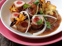 Thịt lợn cuộn sốt vang đỏ