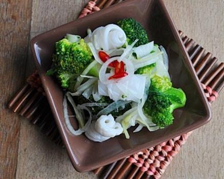 Mực trộn bông cải
