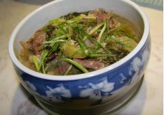 Canh cải chua nấu thăn bò