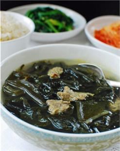 Canh thịt bò rong biển hương vị Hàn