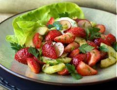 Salad dưa leo dâu tây