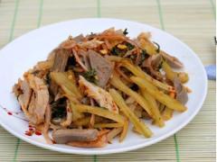 Lưỡi lợn dạ dày trộn dưa cải chua