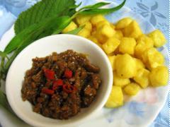 Đậu phụ chiên giòn chấm tương đen xào sả nước cốt dừa