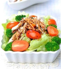 Salad gà chua ngọt