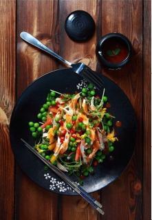 Salad gà trộn rau mầm