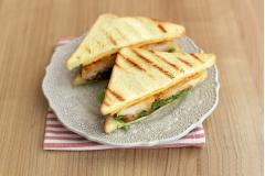 Sandwich kẹp ức gà