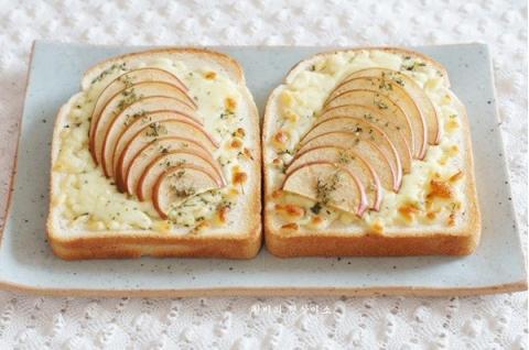 Bánh mỳ sandwich táo