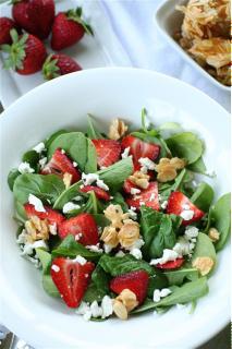 Salad dâu tây hạnh nhân