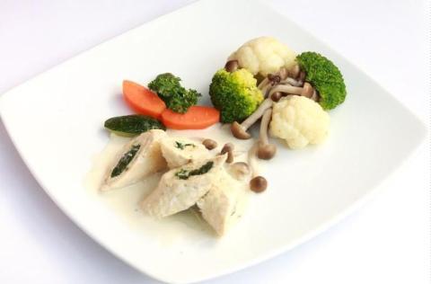 Gà cuộn rau muống