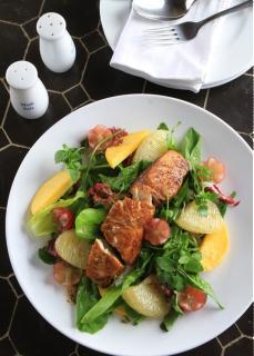 Salad trái cây cá chẽm