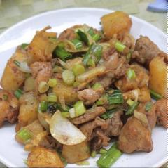 Thịt gà xào khoai tây chiên