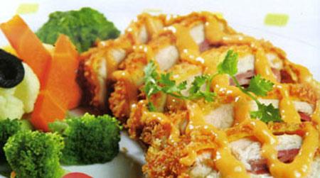 Ức gà cuộn jambon sốt tartar